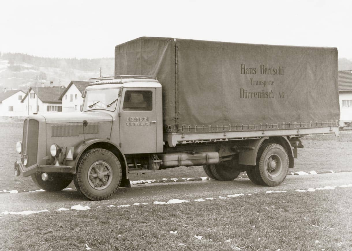 In 1956, Hans Bertschi founds Bertschi Dürrenäsch under sole ownership and purchases the first truck (a Berna model). He transports for instance steel from the Ruhr region in Germany to Aargau in Switzerland, or delivers cork to his home town Dürrenäsch.