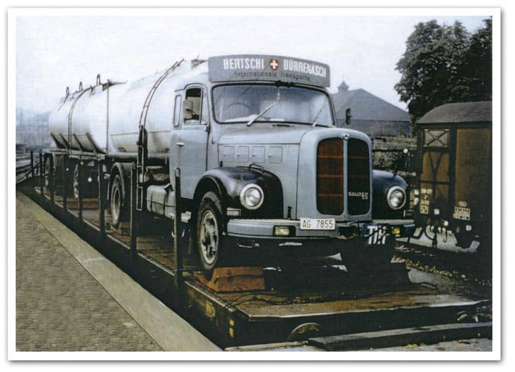 In 1964, following several unsuccessful attempts, Hans Bertschi is finally able to convince Swiss Federal Railways (SBB) of the advantages of loading trucks onto trains. This results in the first transport from Basel to Lugano and marks the birth of transalpine intermodal transportation of goods.