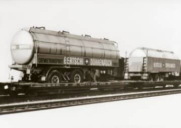 In 1967, together with SBB and 3 other transportation companies, Bertschi AG becomes a founding member of HUPAC. The aim of this new business is to grow intermodal transport in Switzerland. To do this, specially designed, so-called 'wippen wagons' are constructed that allow tank trailers and curtainsider trailers to be loaded onto trains for transalpine transport across Switzerland.