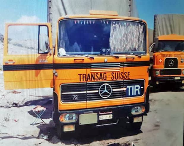 When Transag AG in Gränichen goes bankrupt, Bertschi is able to take over the company and its fleet, increasing its vehicle stock by 40 trucks. In addition to the vehicles, the corporate colour is also adopted and thus changes from blue to yellow.