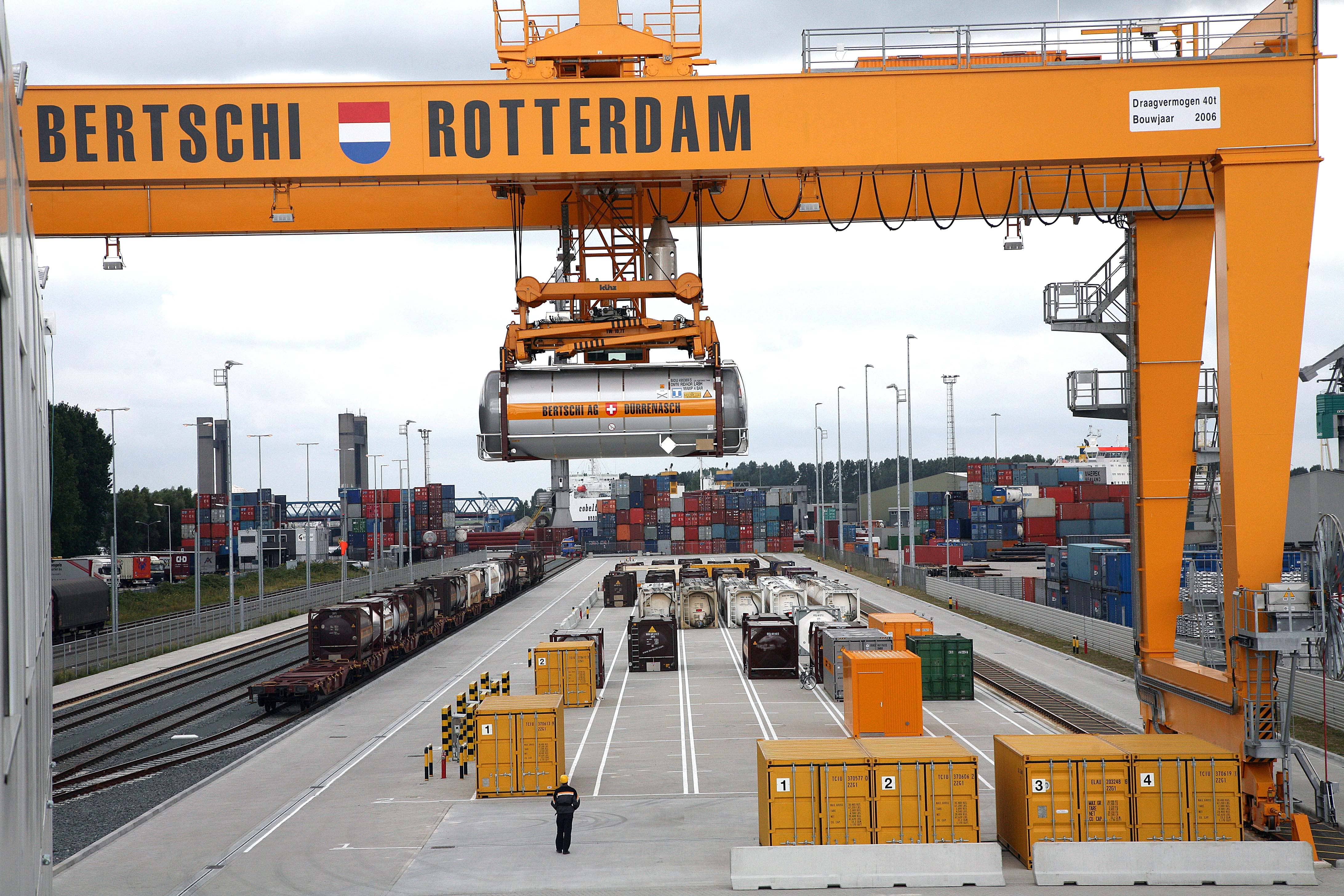 The company builds its own container terminal with rail and water connections at the Botlek port. The location within the Rotterdam port complex secures the link to the global chemical market.